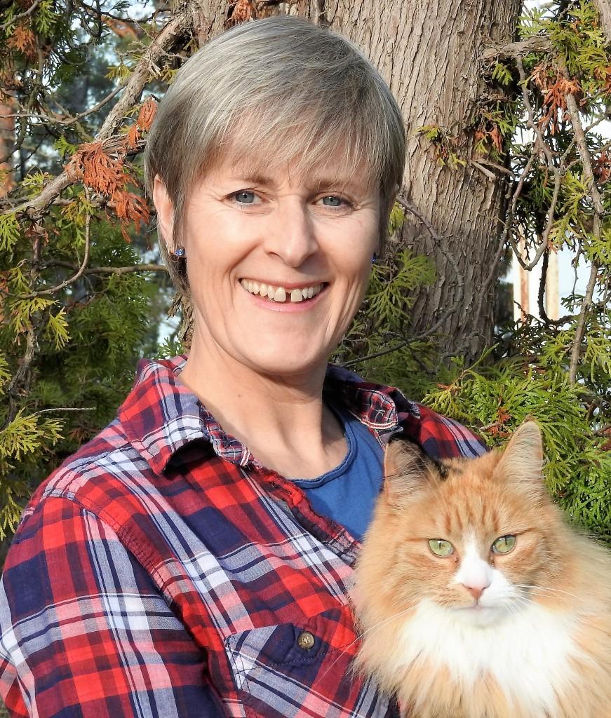 Bilde: Coach Lian Kirksæther, med en katt på armen