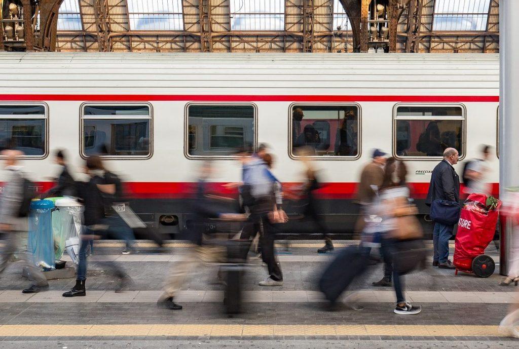 Bilde: Travel plattform på togstasjon.